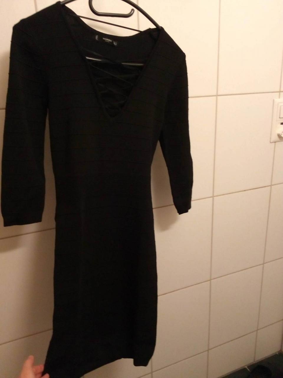 Robes-Robe-pour-soiree-moulante-tres-jolie-taille-s-de-c3